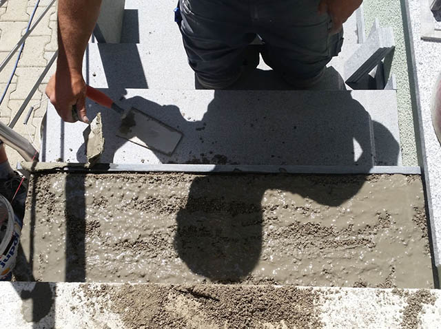 polaganje granitnih stopnic 11 , premaz z lepilo za ojačanje