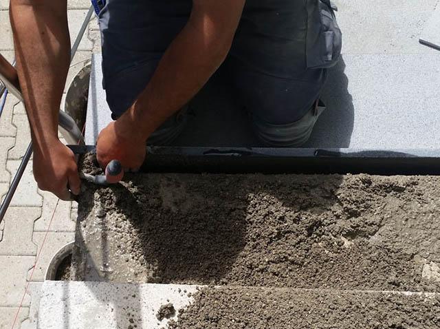 polaganje granitnih stopnic 5, polnjenje lukenj z betonom