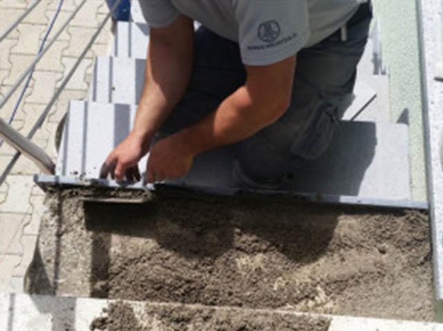 polaganje granitnih stopnic 6, polnjenje lukenj z betonom