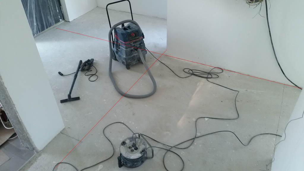 Pravokotne linije narisane na tleh
