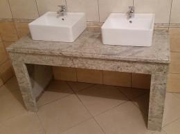 Granitni pult v kopalnici