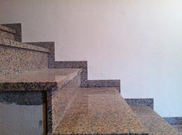 Stopničasta granitna obroba