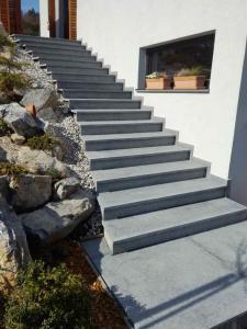 Granitne stopnice 134