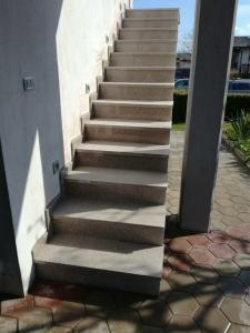 Granitne stopnice 135