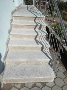 Granitne stopnice 137