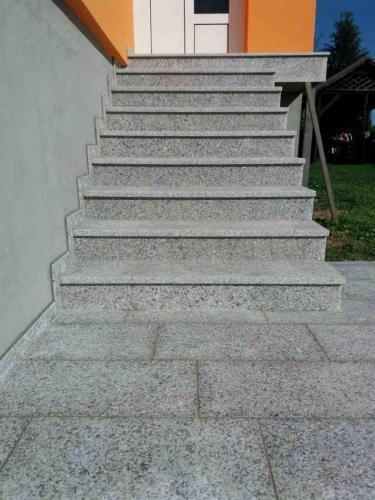 Granitne stopnice 163