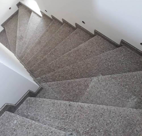 Granitne stopnice 172