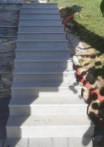 Granitne stopnice 200