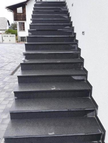 Granitne stopnice 202