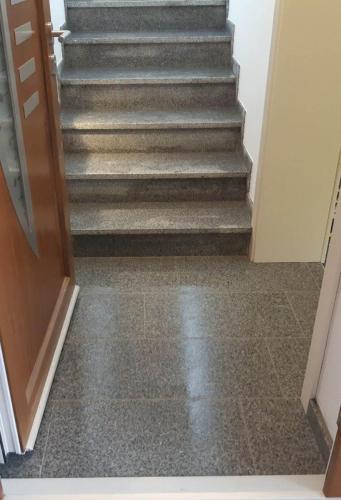 Granitne stopnice 208