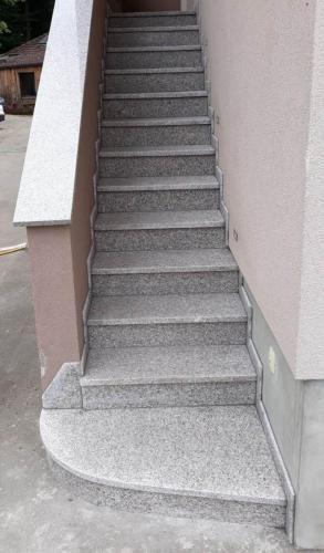 Granitne stopnice 213