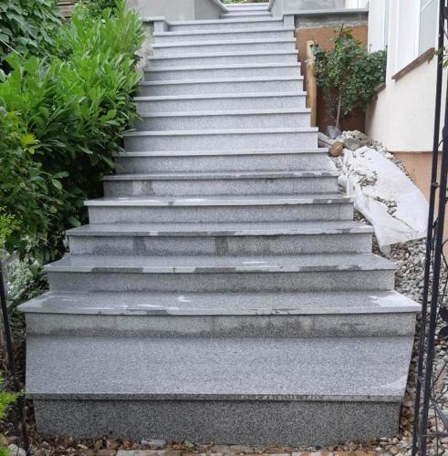 Granitne stopnice 221
