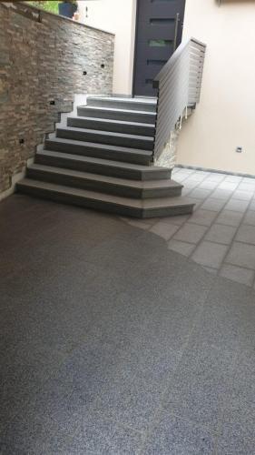 Granitne stopnice 228