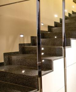 Granitne stopnice 25