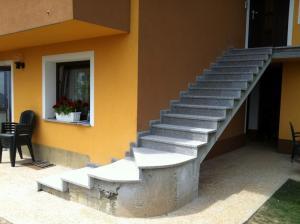 Granitne stopnice 28