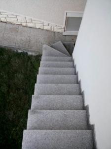 Granitne stopnice 64