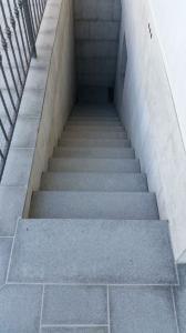 Granitne stopnice 82