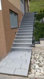 Granitne stopnice 83